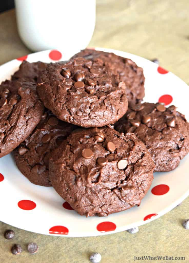 These gluten free and vegan Brownie Cookies are the perfect combination of a brownie and a cookie! They are fudgy, soft, and so easy to make! #glutenfree #dairyfree #eggfree #vegan #cookies #brownie #dessert #recipes