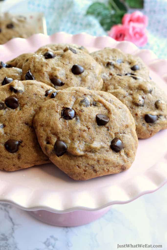 These gluten free and vegan Chocolate Chip cookies are so easy to make and taste amazing! They are sweet chewy, and chocolaty just like traditional chocolate chip cookies! #glutenfree #dairyfree #vegan #cookies #easy #dessert #recipes