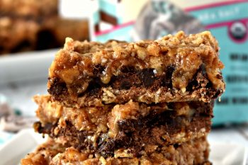 These gluten free and vegan Carmelitas taste incredible! They have layers of chocolate, gooey caramel, and an oat crumble topping. #glutenfree #dairyfree #vegan #dessert #recipes