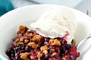 If you are looking for an easy recipe for berry crisp then this one is it! It's gluten free, vegan, refined sugar free, and tastes amazing! #glutenfree #vegan #dairyfree #berrycrisp #dessert #recipe